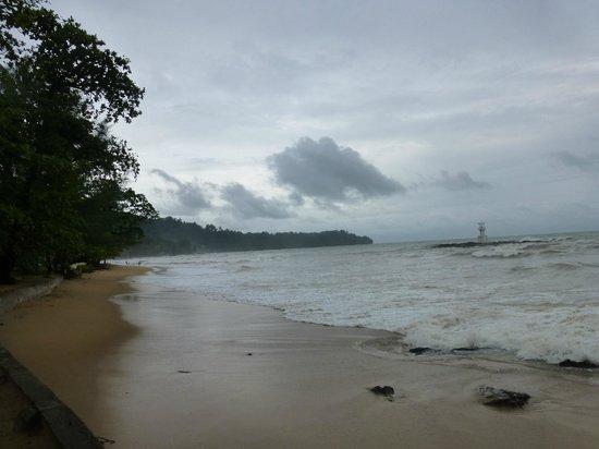 Nang Thong Bay Resort: looking south on beach (high tide)