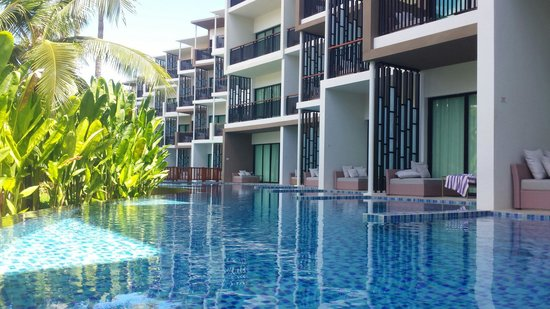 Holiday Inn Phuket Mai Khao Beach Resort: View from my pool access corner room