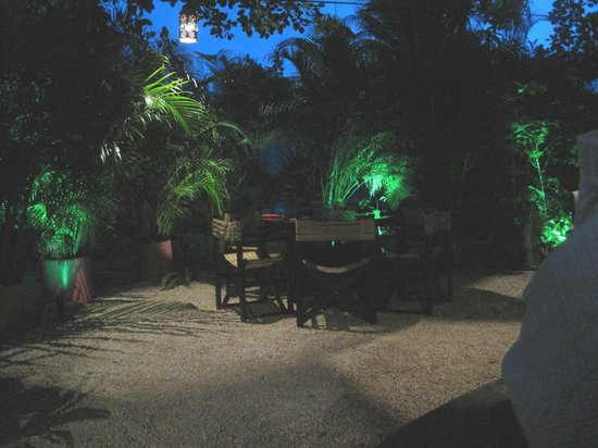 Kinta Mexican Bistro : Outyard seating