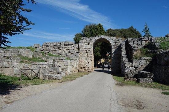 Museo Archeologico Nazionale di Paestum : city gate