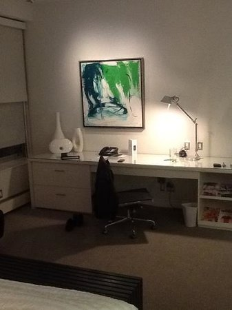 Le Meridien Chambers Minneapolis: Workspace with real art!