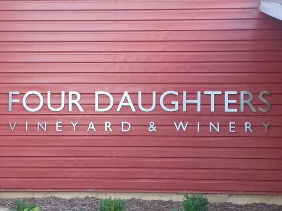 Four Daughters Vineyard & Winery: Four Daughters Sign