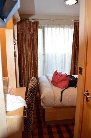 BEST WESTERN PLUS Academy Plaza Hotel: tiny tiny
