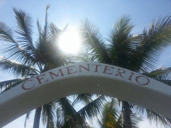 Isla de Cabuya : Cementerio