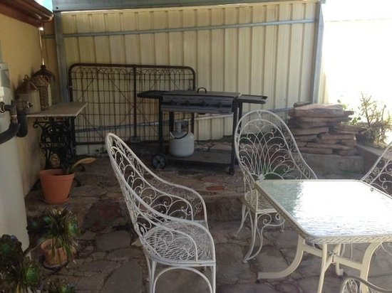 Barossa Heritage Cottages: Daisy Cottage Patio & BBQ