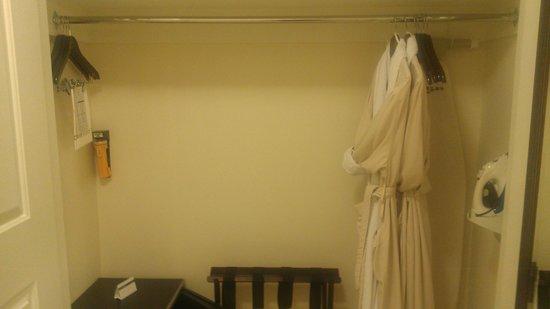 Hyatt Regency Clearwater Beach Resort & Spa: Bathrobes in closet