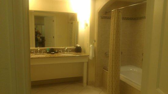 Hyatt Regency Clearwater Beach Resort & Spa: Love the Double Sinks!