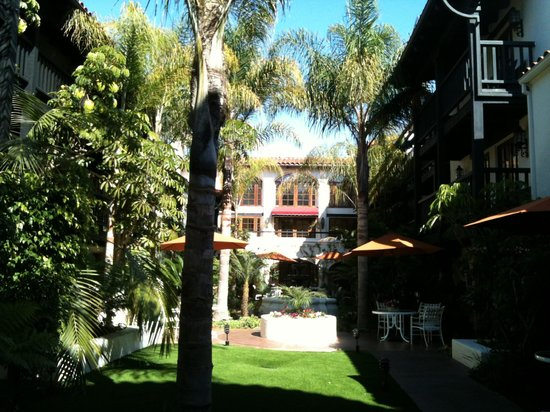 Best Western Plus Carpinteria Inn : Courtyard