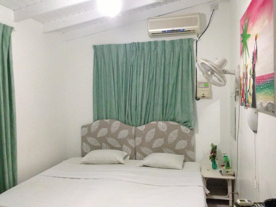 Rio Guest House: The bed in Room 9. Huge and accommodating. The bedside fan also helped!