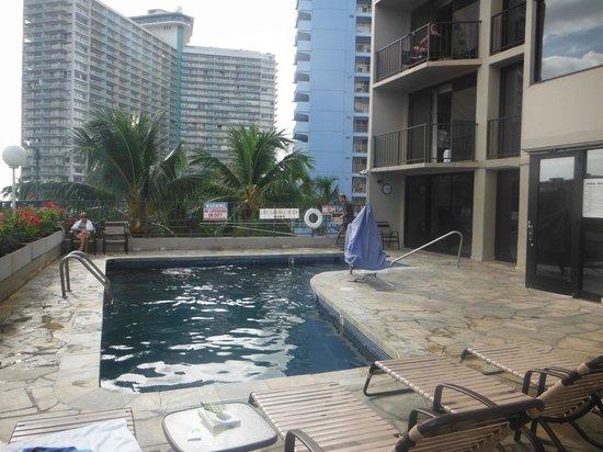 Aqua Palms Waikiki: Nice refreshing pool