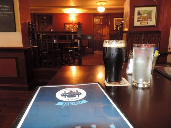 Farringtons Restaurant: Polished wood and a pint of Guinness