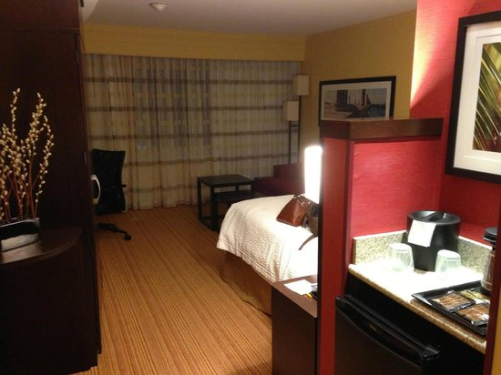 Courtyard by Marriott Galveston Island : Room - King Bed