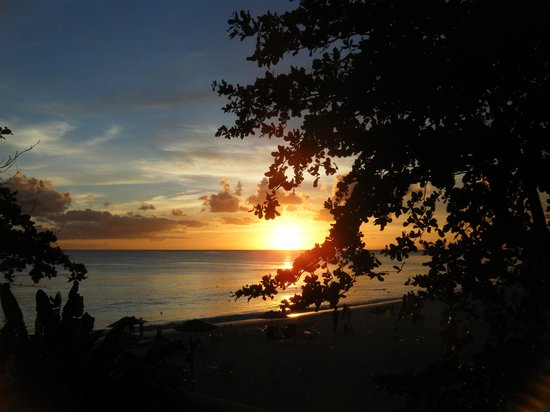 Time Out Hotel: sunset at Dover Beach