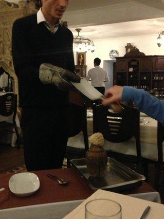 Somine Cafe & Restaurant : The knife used to break open the testi kebab clay pot