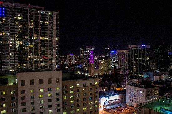 Hyatt Regency Denver At Colorado Convention Center : The night view, right