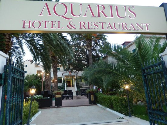 Aquarius Dubrovnik Hotel & Restaurant: Front entrance