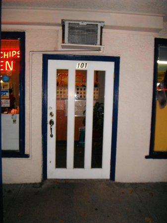 halibut house Family Restaurant: Entrance