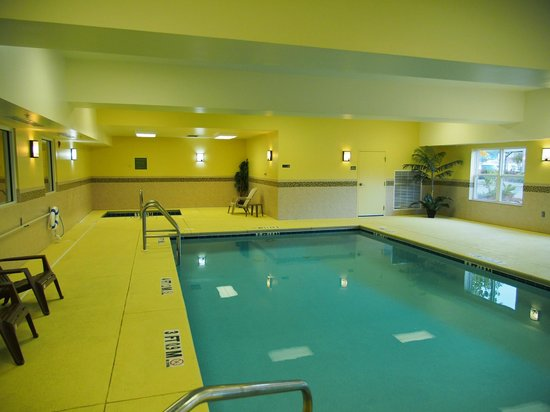 Country Inn & Suites By Carlson, Dothan: Swimming pool & hot tub