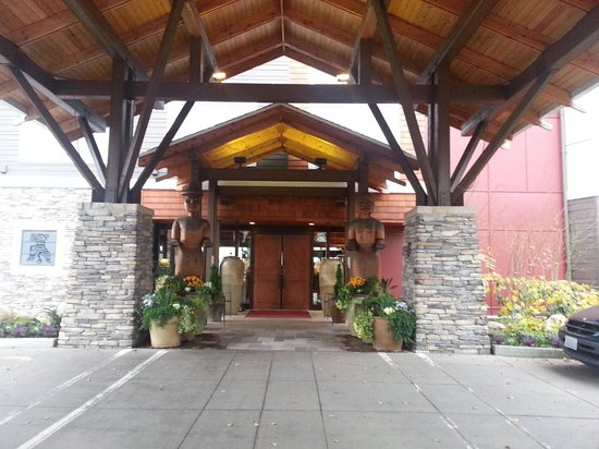 Clearwater Casino Resort: Front Entrance