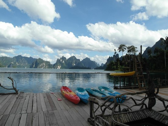 Ban Ta Khun, Thái Lan: a good way to explore the lake is by kayak