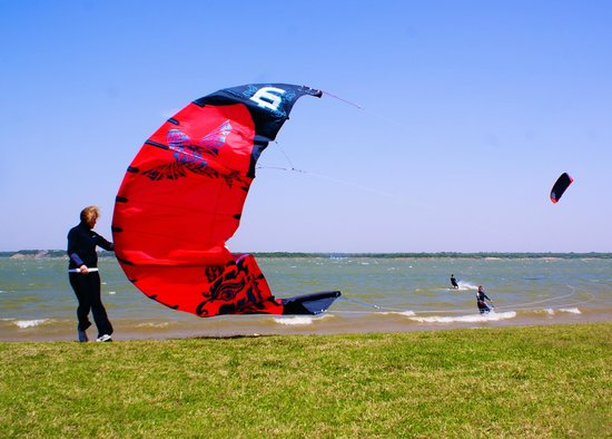 Meadowmere Park: Good wind for kites & boarders