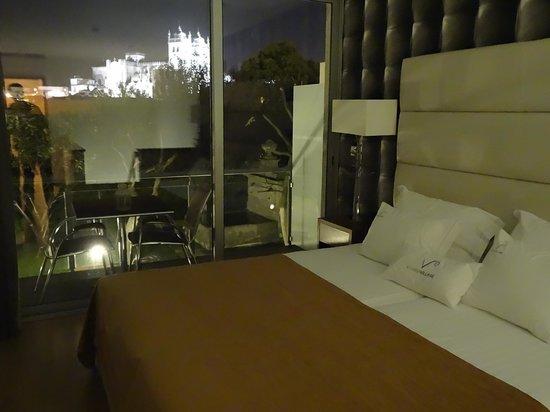 Vitoria Village: La Catedral de Porto iluminada vista desde el dormitorio