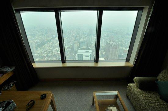 85 Sky Tower Hotel: room 6125