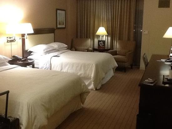 Sheraton Fort Worth Downtown Hotel : view from door of 2 queen room in north tower