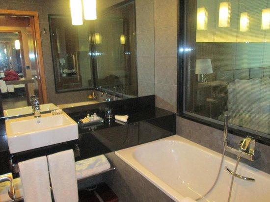 Movenpick Hotel Ankara: Bathtub.