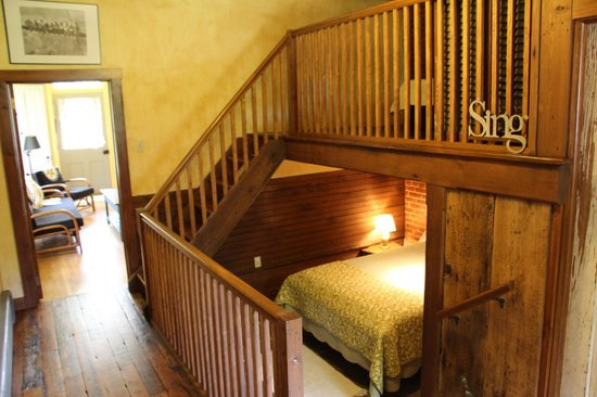 Musser's Historic Country Suites: Sleeping area