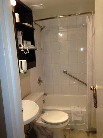 The Strathcona Hotel: bathroom