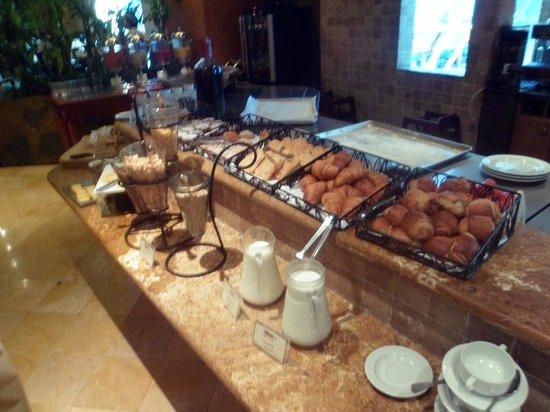 Grand Tikal Futura Hotel: Desayuno Rico