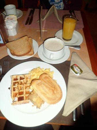 Grand Tikal Futura Hotel: Desayuno