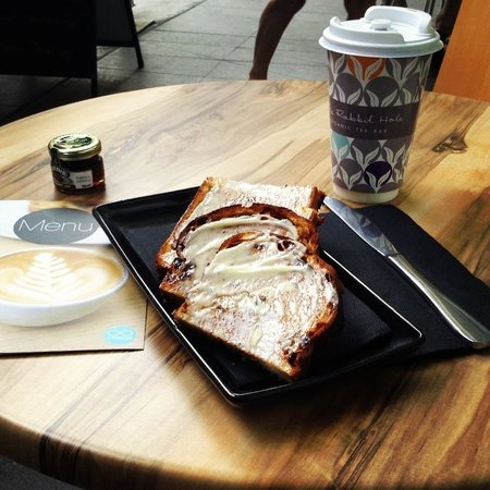 Ad Infinitum Cafe : Fruit & Nutcase Toast and Ginger Snap Tea