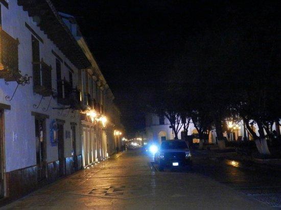 Santa Clara : Hotel a la izquierda y Plaza Central a la derecha