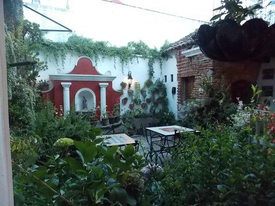 La Villa Serena: Una vista del maravilloso patio