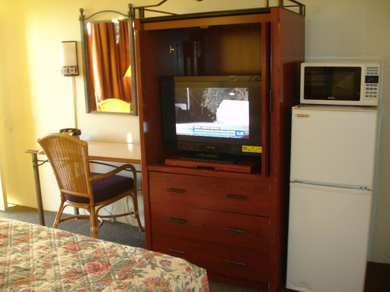 Winslow Inn: Furniture in rooms with King Bed