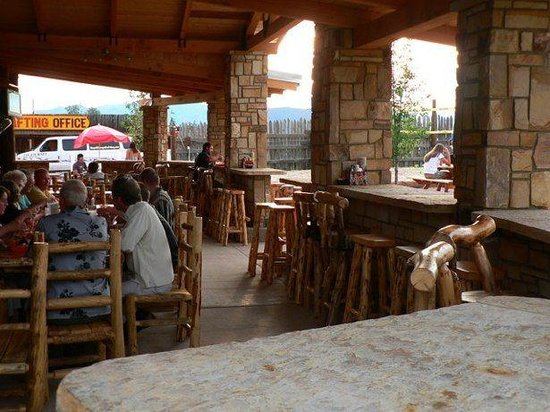 Whitewater Bar & Grill: Great patio at the White Water Bar & Grill