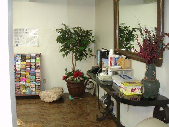 Winslow Inn: Breakfast Area