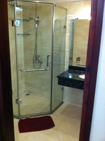 Finnegans Hotel: bathroom