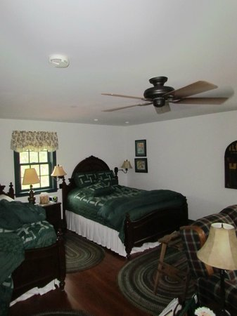 Mt. Eustis Inn : lovely suite