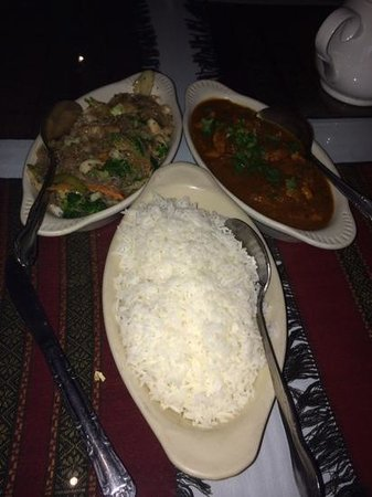 Tibet Nepal House: chicken curry and vegetable phing