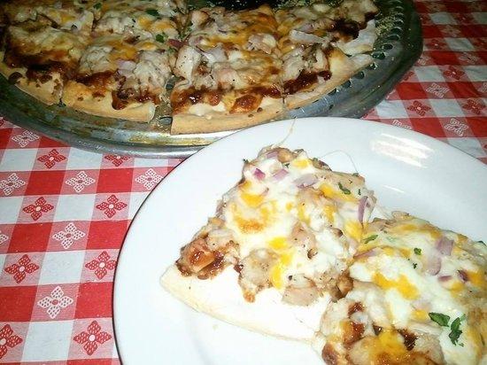 Gino's East: BBQ CHICKEN PIZZA THIN CRUST