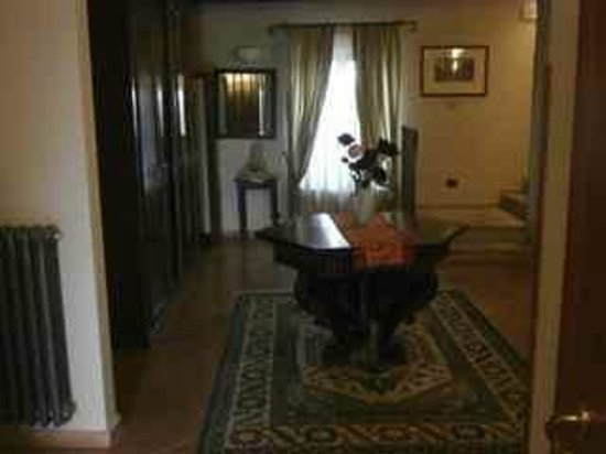 Hotel San Claudio : Part of guest lounge