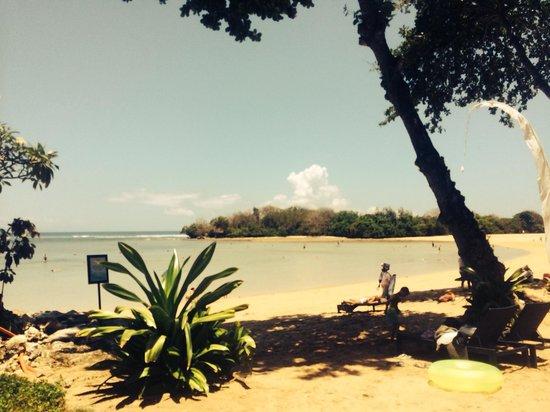 Melia Bali Indonesia: Beach from hotel