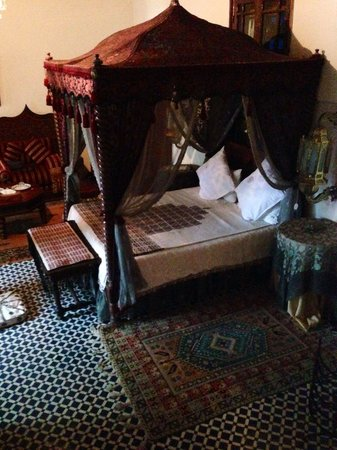 Riad Arabesque: Bed at the suite Royale