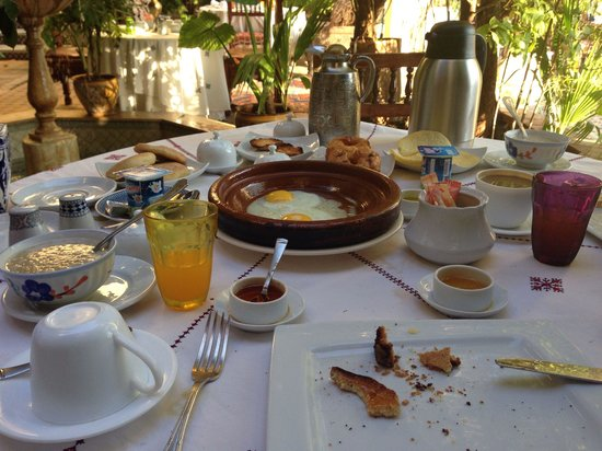Riad Arabesque: Half devoured delicious breakfast