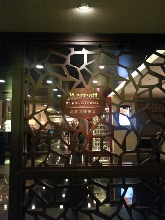 Beijing Marriott Hotel City Wall: 호텔 입구 로고