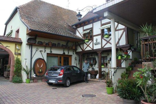 Hotel La Bergerie: Внутренний дворик отеля. Мы на месте)