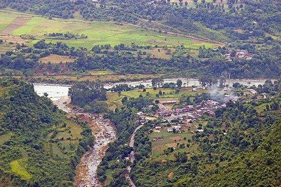 Bandipur Mountain Resort: Valley and river